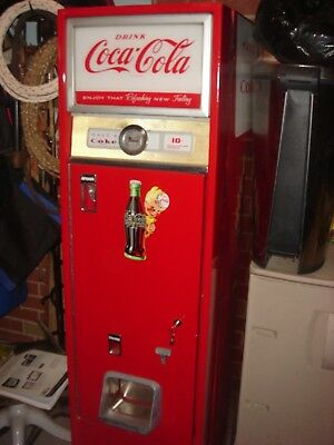 vintage coke vending machine      .. Super very good condition  .. Vends ,,, Coo