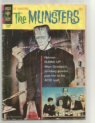 Munsters #8  Aug 1966  FR 1.0  below guide  flat rate shipping