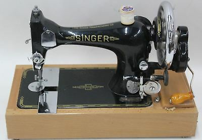 THE SINGER Co. Vintage Clothing Sewing Machine Black w/Wooden Storage Case