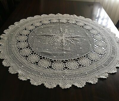 CROCHET Beige, Round Tablecloth 86cm diameter & 16 Assorted Doilies- Lovely Con