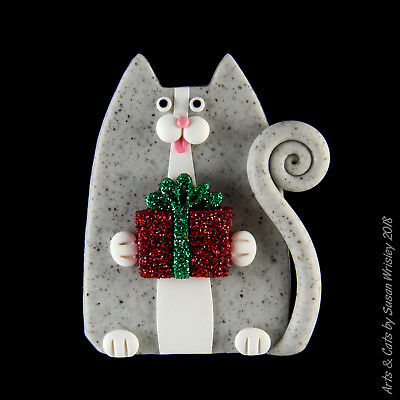Gray Speckled Kitty Cat & Glittery Christmas Present Holiday Pin - SWris