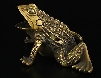 Collectible Decorated Old Copper Handwork Carved Frog Statue