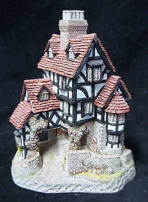 1985 Squires Hall by David Winter - Cottage Figurine