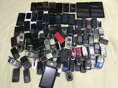 Lot of smartphones and cellphone for parts/repair.