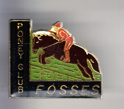 Rare Pins Pin's .. Sport Cheval Horse Hippisme Poney Club Fosses 95 ~Bu