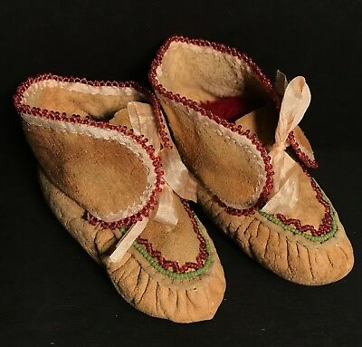 Beautiful Late 19th C Matched Set Woodlands Child's Moccasins & Gloves,Excellent