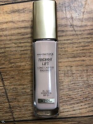 Max Factor Radiant Lift Long Lasting Radiance Foundation SPF30 30ml Warm Almond