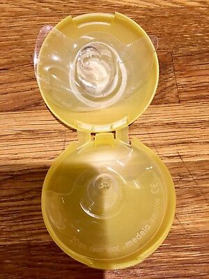 Medela Contact Nipple Shields with Case - pack of 2. 20 mm