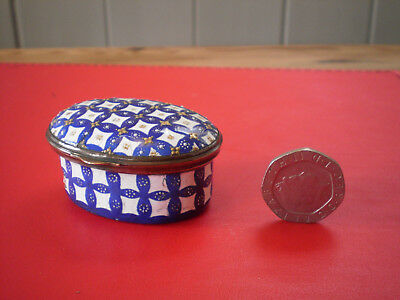 Pretty Antique Georgian Bilston Blue & White Enamel Patch Pot Or Snuff Box