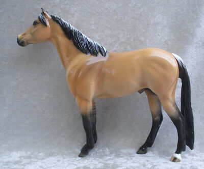 Peter Stone Frosted Dun Mustang EFCM Glossy Design-A-Horse