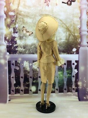 Tonner Doll Basic Osmopolitan dressed in Bewitched
