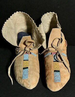 Beautiful Pair of Late 19th C CROW BEADED CHILD MOCCASINS,Scalloped Leather,Mint