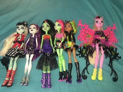 Monster High dolls - bulk lot of 6 dolls and a few accessories
