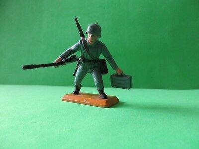 Britains Deetail German Soldier with rifle and ammunition box -Tan Base Series 1