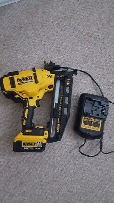 Dewalt Battery Nail Gun with 1 x 4.0 AH battery and charger
