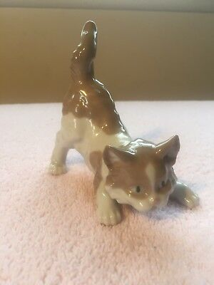Lladro (Playful Cat) #5091 4in Figurine Scare-dy Cat