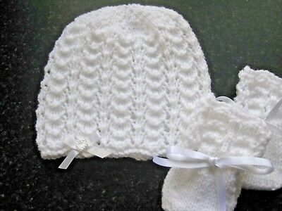 New Hand Knitted Baby's White Beanie Hat  & Mittens Size New Born (6)