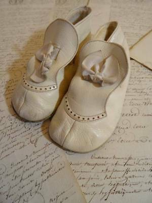 A charming Pair Of Vintage Leather Start-Rite Baby Booties