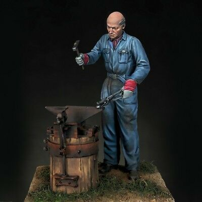 ROYAL MODEL #822 Blacksmith / Schmied in 1:35