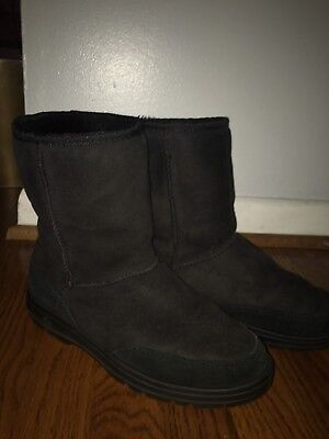 f5373f82bd8 UGG ULTRA SHORT Revival Womens Boots US Size 7 Black Sheepskin Suede 5225
