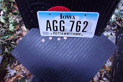 Expired Iowa License Plate   (Agg-762)