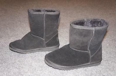 f8339e0f463 UGG CLASSIC II SHORT MODEL: 5825 BLACK SHEARLING SHEEPSKIN BOOTS WOMENS sz 7