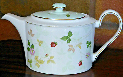 Wedgwood Wild Strawberry Green Bloom Small Delphi Shaped Teapot