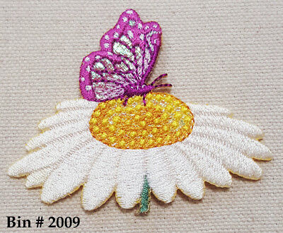 1 WHITE / YELLOW  DAISY FLOWER w/ Purple BUTTERFLY IRON ON EMBROIDERED APPLIQUE