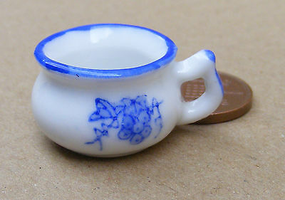 1:12 Scale Blue & White Ceramic Chamber Pot Tumdee Dolls House Bedroom Potty B31