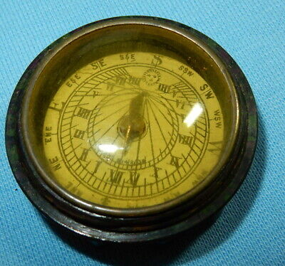 FABULOUS VINTAGE POCKET SUNDIAL COMPASS - BAKELITE SCREW TOP CASE - 4 cm