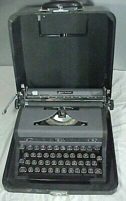 Exceptional 1940's Working Royal Quiet Deluxe Portable Typewriter & Case