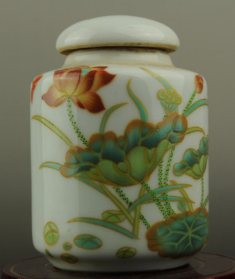 Chinese hand-made old famille rose porcelain Hand painted lotus Cover pot b01