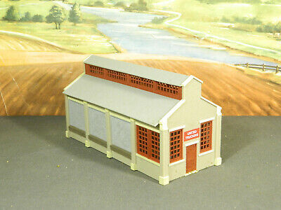HO 1:87 BUILT Model Building SMALL TRUCK / RAIL FREIGHT TRANSFER STATION Painted