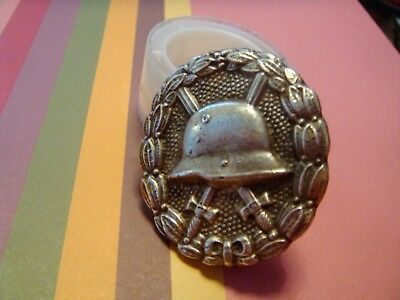 WW1 GERMAN BADGE-PIN - with helmet and opening clasp