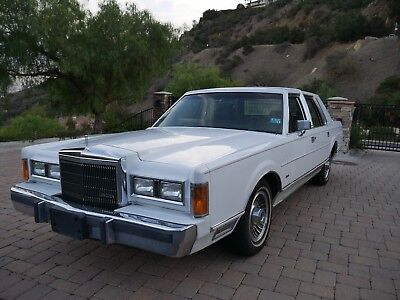 1989 Lincoln Town Car  Lincoln Town Car 1 owner 20K miles - Museum Quality - Beautiful - WOW!