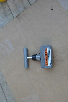 Enerpac V-82 Needle Valve  3/8 Npt 10000 Psi Lightly Used