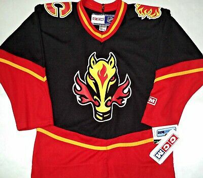 04aa0ba1239 NWT VINTAGE CALGARY FLAMES 3rd HORSE HEAD YOUTH S/M BLACK CCM HOCKEY JERSEY