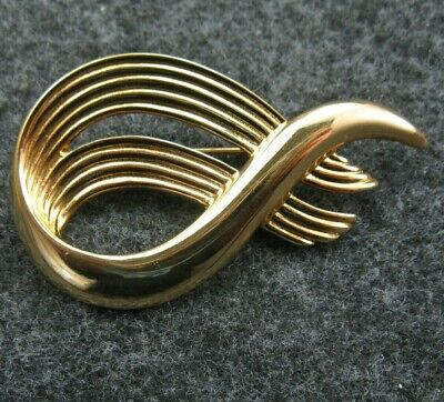 4c4c80aff02 MONET UNSIGNED GOLD Tone Vintage Swirl Pin Brooch Rhinestone accent ...