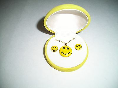 smiley face boxed set NECKLACE EARRINGS smile happy