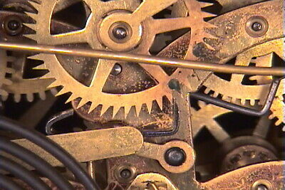 NEW! PROFESSIONAL Clock Repair detailed course 4 video DVDs. Manual included.