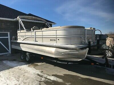2014 Sylvan Pontoon Mirage 8522 LZ - 150 HP Mercury approx 180 hrs