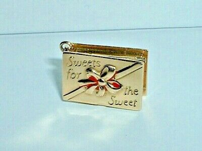 VINTAGE 14k YELLOW GOLD CANDY SWEETS FOR THE SWEET CHARM opens up to chocolate