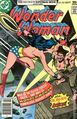 Wonder Woman (1st Series DC) #235 1977 FN+ 6.5 Stock Image