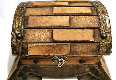Very beautiful wooden box, antique handmade