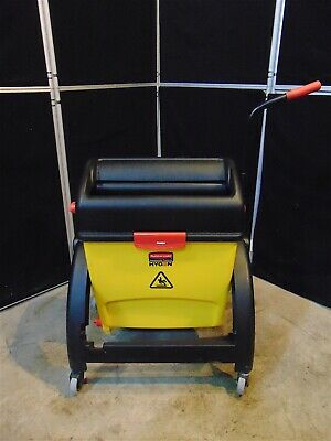 Rubbermaid Hygen Commerical Mop Bucket For Flat Mopping With Wringer  S4023