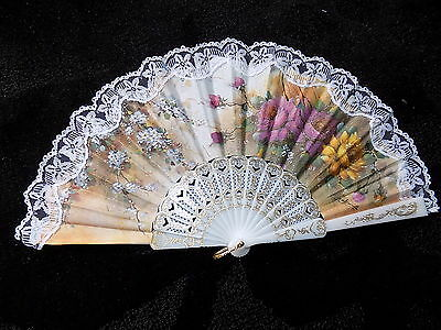 Collectable vintage flower  pattern hand fan with white lace trim ventisovilla