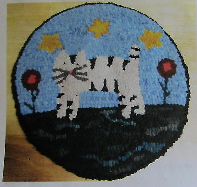 CAT WITH STARS  Round Primitive Rug Hooking  Kit  with #8 cut wool strips