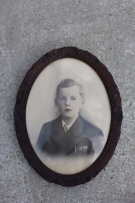 Lovely Antique Wooden Oval Carved Frame with Picture Photograph of a Boy #798