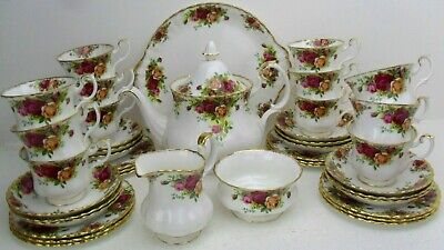 Royal Albert OLD COUNTRY ROSES tea set for 12 including teapot pre 1962 vintage