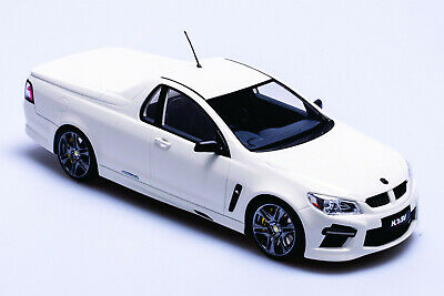 1:18 Scale Holden VF HSV Maloo GTS Ute - Heron White  Apex Replicas AR81804